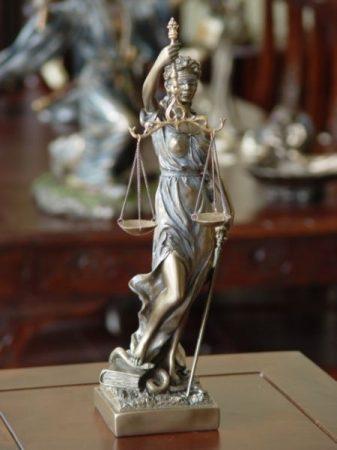 Justitia szobor #