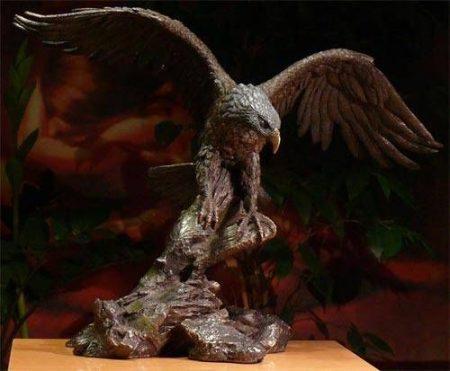 Sas madár szobor
