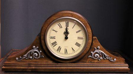Antik hatású kandalló óra