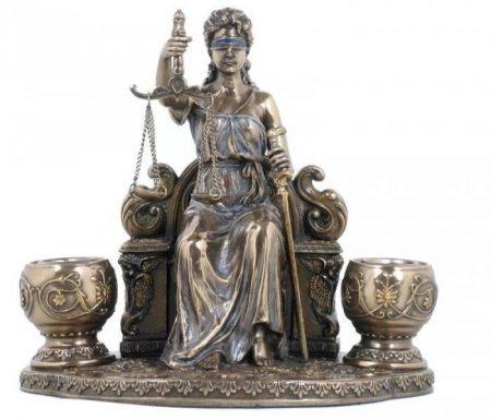 Ülő Justitia szobor