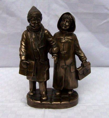 Két gyerek szobor
