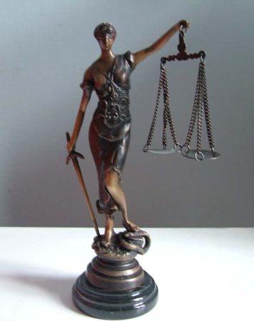 Justitia bronz szobor 26 cm